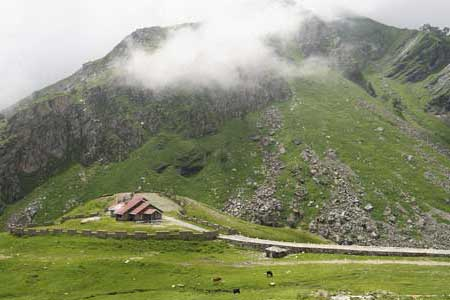 Mumbai to Manali tour packages